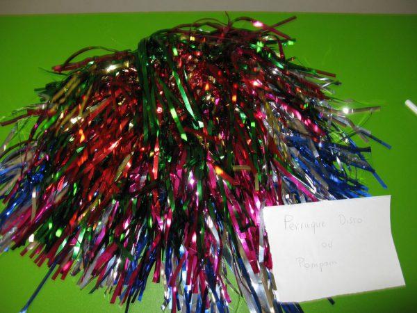 Perruque disco/pompons multicolores